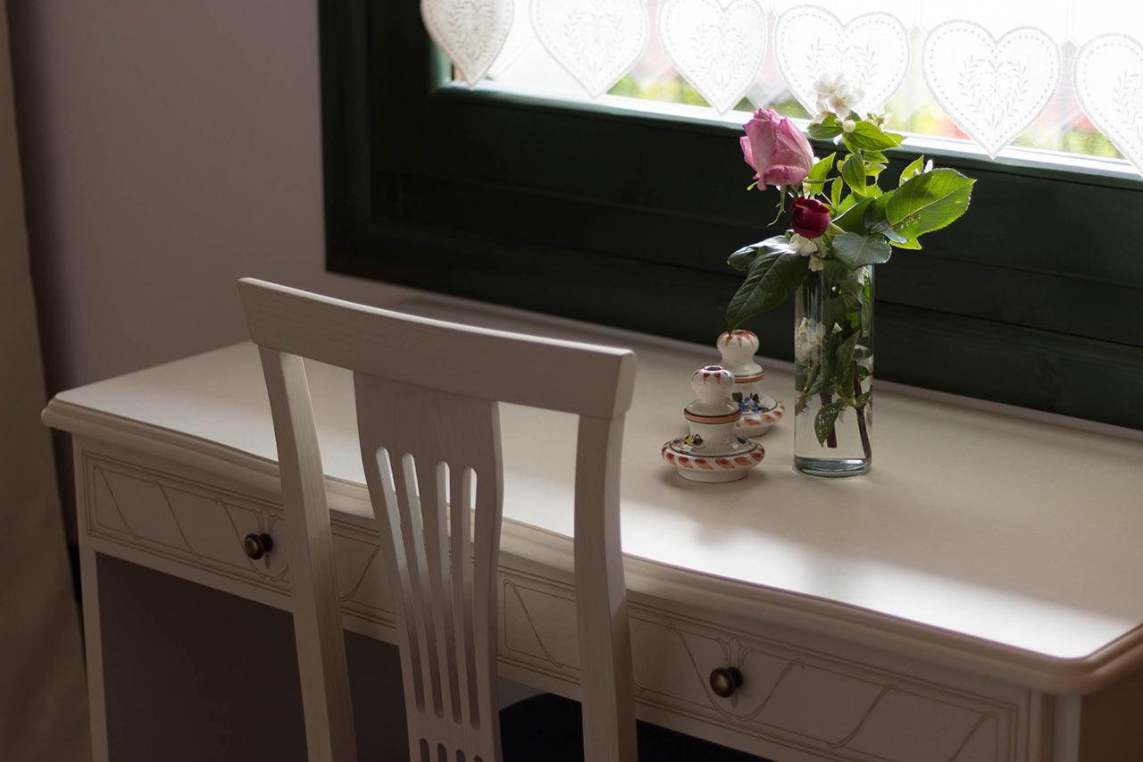Dettaglio della camera: scrivania